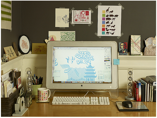 i wish my desk was this tidy.